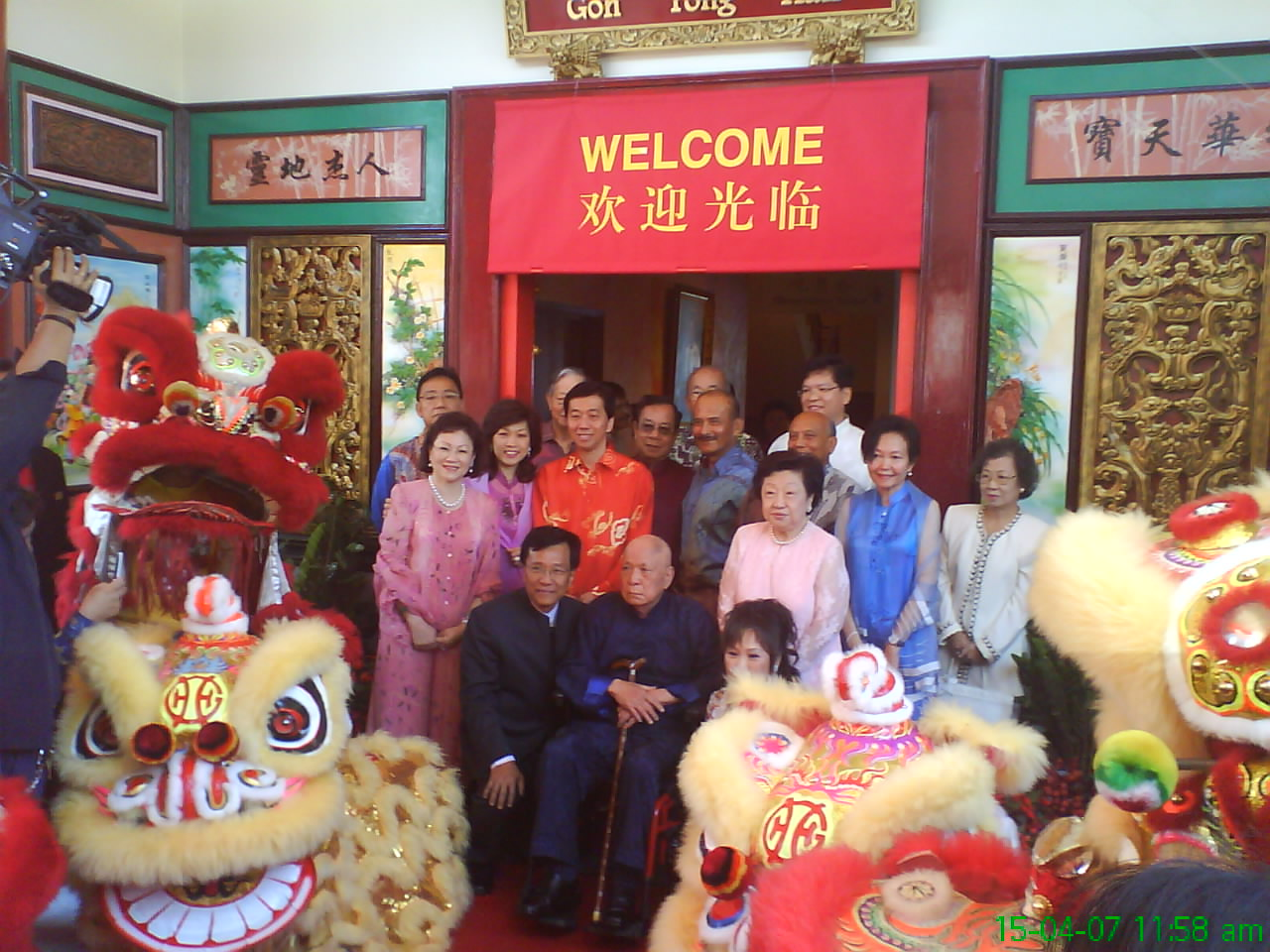 Tan Sri Lim Goh Tong and family with our lions